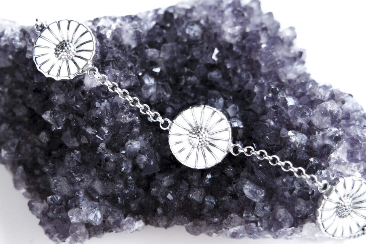 minimalist jewelry