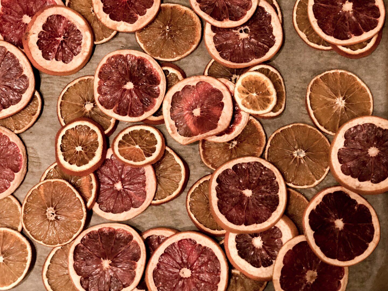 girlanger av torkad apelsin